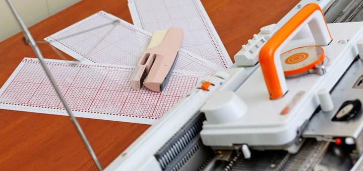 Перфокарты и перфоратор в подарок при покупке вязальной машины «MINERVA»