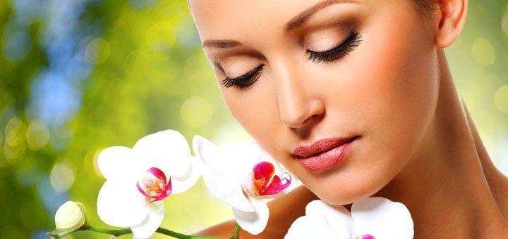 Профессиональная чистка лица с альгинатной маской, уходом за бровями и массажем лица в eco beauty hub «Ботаника»