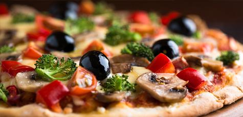 Domatesli-mantarli-biberli-zeytinli-brokolili-pizza-4