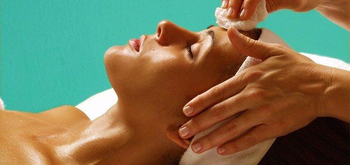 Глубокая или ультразвуковая чистка лица + люминотерапия израильской косметике Christina в клинике «Health and Beauty»!