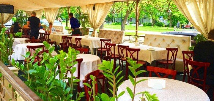 Скидка 30% на все меню кухни и напитки в семейном ресторане «Бульвар»