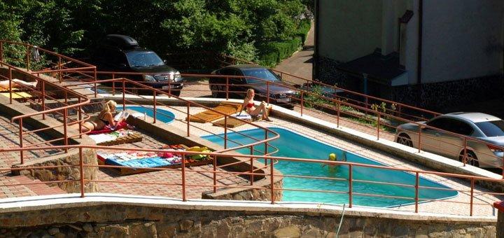 7 дней отдыха и 23 оздоровительные процедуры для двоих в комплексе «Солнечный» в Поляне