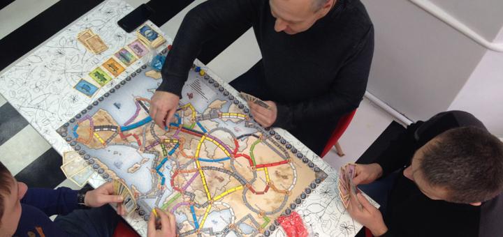 Игротека для взрослых с популярными настольными играми в центре «City Mums»