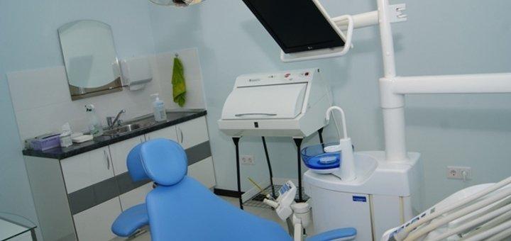 Ультразвуковая чистка зубов Air Flow в стоматологической клинике «DentAlM»
