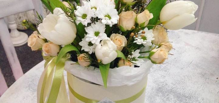 Скидка 30% на цветы в шляпной коробке от «AnneMariа»