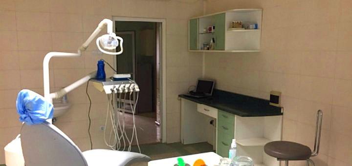 Ультразвукова + Air-Flow чистка зубів для 1 або 2х людей із фторуванням для всіх зубів в стоматології «Три В»