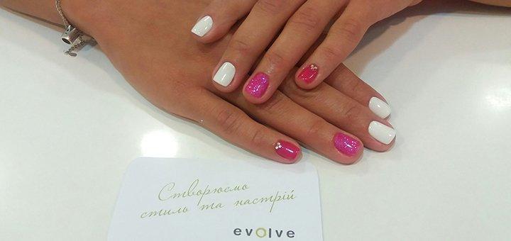 Маникюр, педикюр, покрытие гель-лаком и массаж рук в студии красоты «Evolve salon&store»