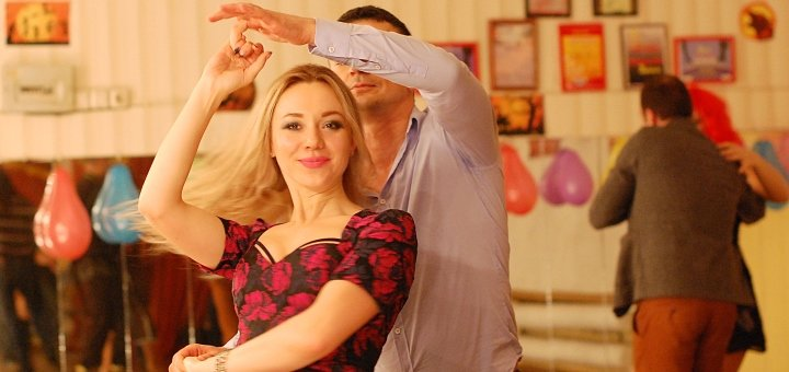 До 3 месяцев безлимитных занятий танцами в школе латиноамериканских танцев «Amigos de la Salsa»