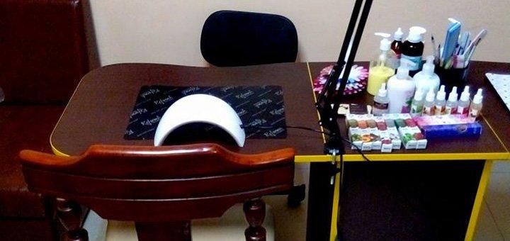 Классический маникюр и педикюр с покрытием гель-лаком в студии «Nail-room на Студенческой»