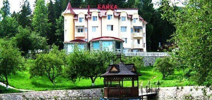 От 3 дней отдыха с питанием, бассейном и развлечениями в комплексе отдыха «Байка» в Карпатах