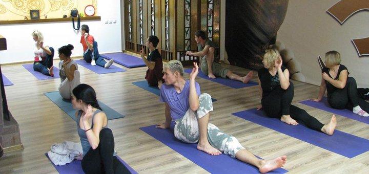 До 24 занятий хатха-йогой в клубе «OUM»