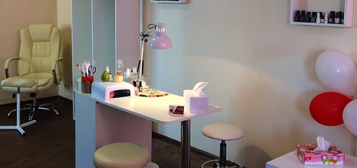 Маникюр и педикюр в салоне-шоуруме «Beauty bar Grenadine»