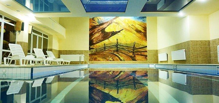 От 3 дней с крытым бассейном и спа в эко-отеле «Ялинка» в Вышкове