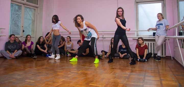 До 3 месяцев занятий танцами или растяжкой для взрослых и детей в центре «Move On»