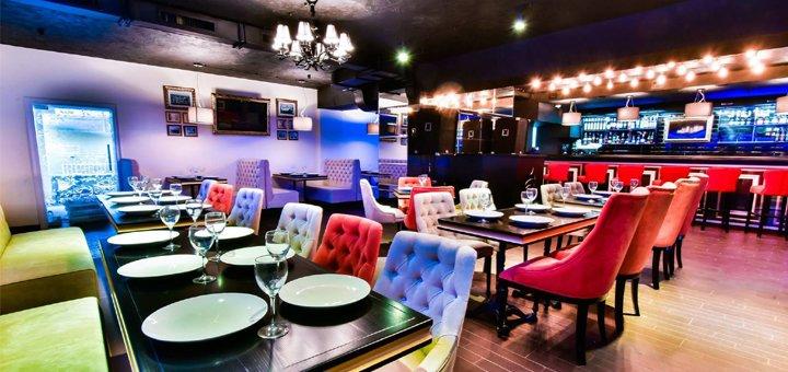 Скидка 50% на меню кухни, коктейли и кальяны в ресторане-караоке «Яблоко»