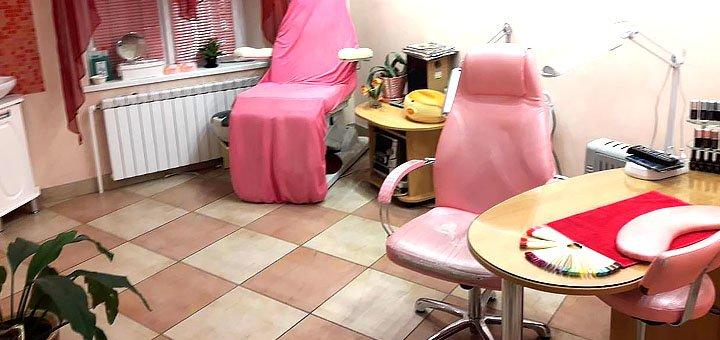 Женский классический маникюр с покрытием гель-лаком в салоне красоты «Леона»
