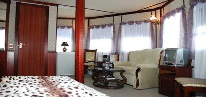 От 2 дней романтического отдыха в легендарном отеле-теплоходе «Богдан Хмельницкий» в Киеве