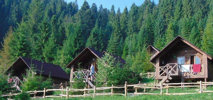 От 3 дней отдыха для двоих с питанием и посещением бани в домиках усадьбы «Аляска» в Карпатах