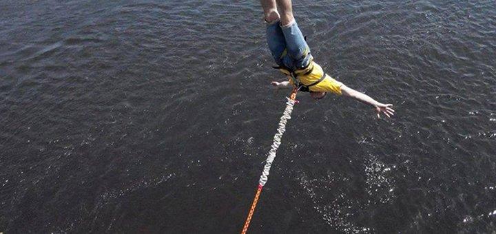 Скидка до 55% на головокружительный прыжок с пешеходного моста от «Без Меж»