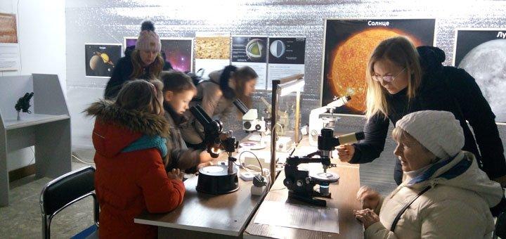 До 4 билетов на уникальную выставку «Зоопарк под микроскопом»