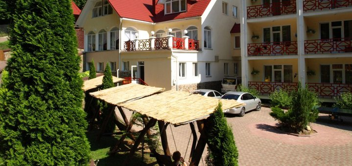 От 3 дней отыха с питанием и лечением в оздоровительном комплексе «Солнечный» в Закарпатье