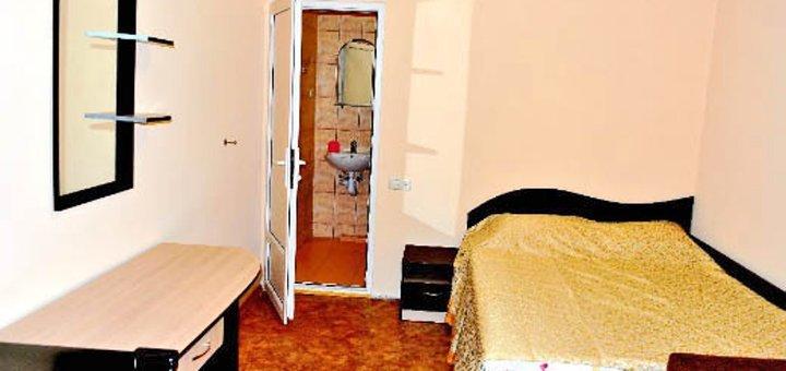 От 3 дней отдыха в бархатный сезон в отеле «Айсберг» в Железном Порту на первой линии от моря