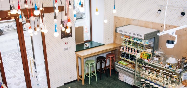 Скидка в 40% на меню кухни в кафе «Small Talking»