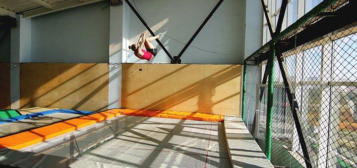 Час занятий на батуте Мегатрамп в зале «Jumping Hall» в ТЦ Мега-Сити
