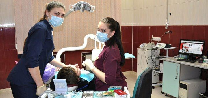 Ультразвуковая чистка зубов и Air Flow в стоматологическом центре «Uniqum Clinic»