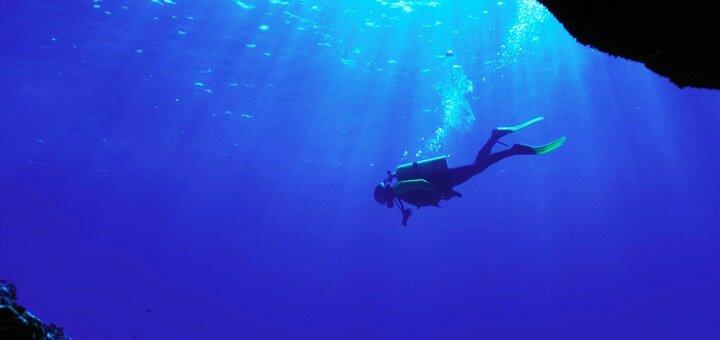 Скидка до 44% на пробное занятие дайвингом или полный курс «Diver CMAS» в «Submarine Club»
