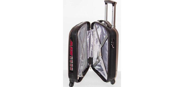 Скидки до 20% на цветные чемоданы