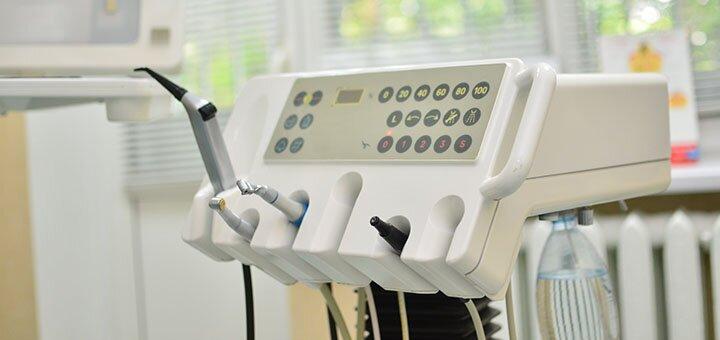 Ультразвуковая чистка зубов и Air Flow в стоматологической клинике «Vitalis»