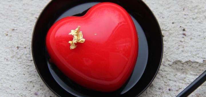 Скидка 30% на пирожные и кофе в кондитерском шоу-руме «Black Berry»