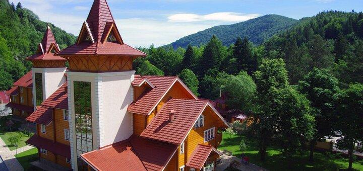 От 3 дней отдыха с двухразовым питанием и безлимитным SPA в отеле «Карпатські зорі» в Яремче