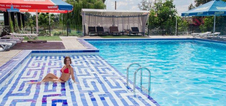 От 2 дней отдыха с завтраками, сауной, бильядом и теннисом в отеле «Field House» под Днепром