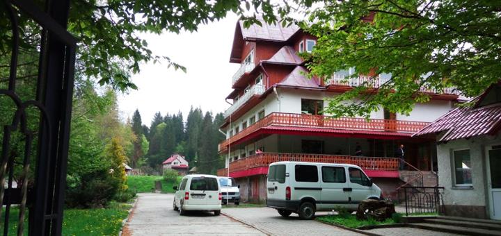 От 3 дней отдыха с трехразовым питанием и услугами в комплексе «Прикарпатье» в 5 км от Сходницы