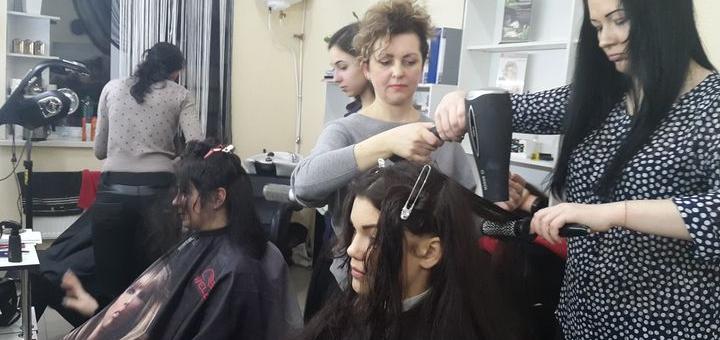 Обучающий мастер-класс «Плетение 3 кос» в школе парикмахеров «Izumi»