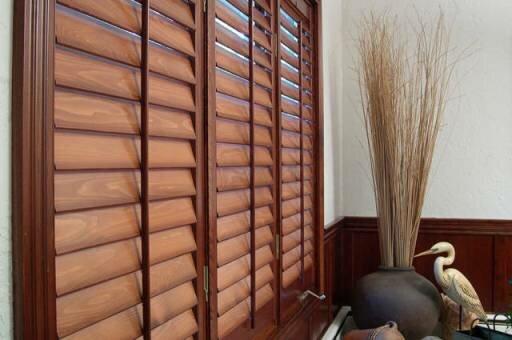 Скидка 15 % на интерьерные деревянные ставни-жалюзи - шаттерсы
