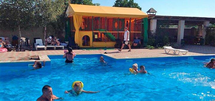 От 3 дней отдыха в июне с питанием в отеле с бассейном «Велес» в Железном Порту
