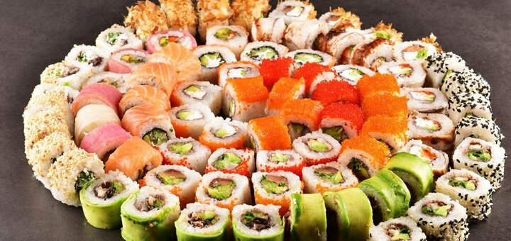 Скидка 50% на все меню суши, сеты и роллы от службы доставки «Сакура»