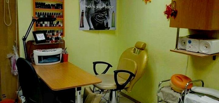 Маникюр и педикюр с покрытием гель-лаком в салоне красоты «Гламур»