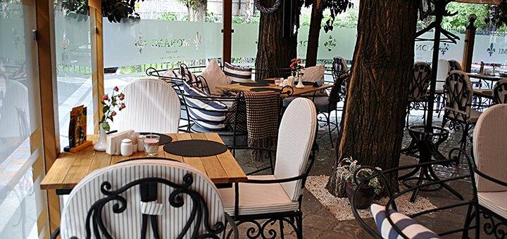 Мидии и вино во французском ресторане «Mon Ami»