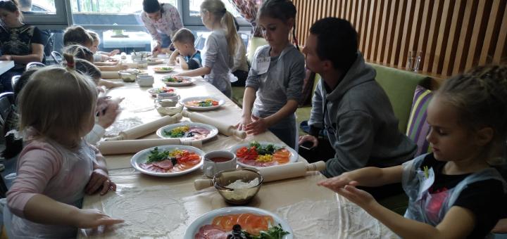 Детский мастер-класс по приготовлению пиццы в кафе «MOE4U»