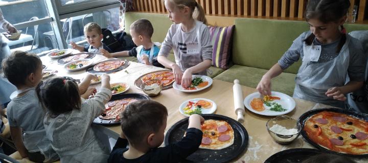 Детский мастер-класс по приготовлению яблочного тарта в кафе «MOE4U»