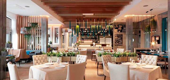 От 2 дней отдыха с завтраками и бассейном с подогревом в новом отеле «Redling Hotel» в Одессе