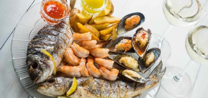 Рыбный дегустационный сет с вином в итальянском ресторане «Примавера»