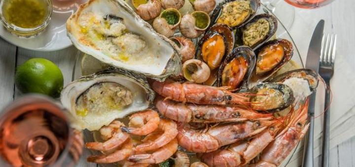 Сет морепродуктов «Hot seafood» и вино в итальянском ресторане «Примавера»
