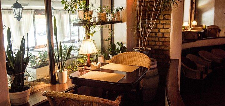 Ассорти креветок и вино в итальянском ресторане «Примавера»
