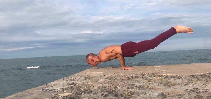 До 24 занятий хатха-йогой от тренера Михаила Бартковского