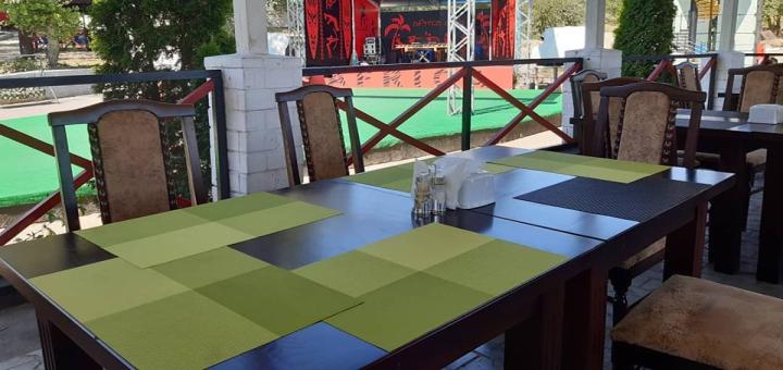 Скидка 50% на все меню кухни и бара в кафе «Аfrica»